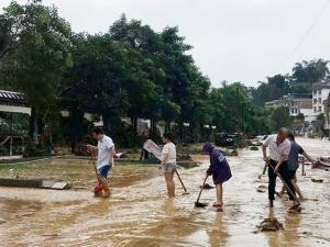 高清:洪水已退 梧州六堡镇立即开展灾后清淤行动
