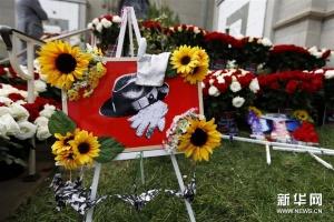歌迷紀念邁克爾·杰克遜逝世十周年