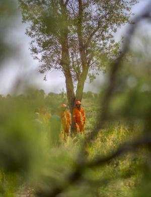 40多度高溫、厚重的防護服,為了生命中的綠洲