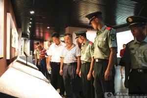 欽州武警、村黨支部開展聯合黨建 喜迎政治生日