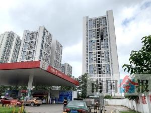 惊!柳州一高层住宅起火 楼房距加油站仅百米(图)