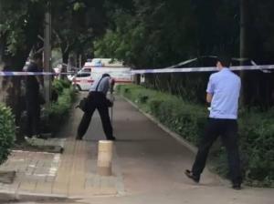南宁白沙大道发生砍人事件 目击者:有男童受伤