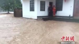 浙江龙游暴雨致多名群众被困 各方救援进行时