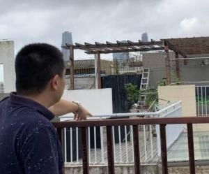 """南寧一小區樓中樓違建成風 """"空中花園""""隨處可見"""