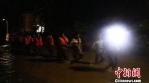湖南安仁县普降暴雨 致部分农房垮塌中小学停课