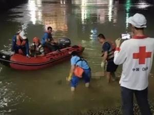 南宁邕江桥南溺水学生被找到 已无生命体征(组图)