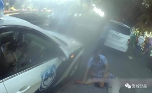 北海一男子掄起U型鎖砸爛公交車玻璃 還沖向警察
