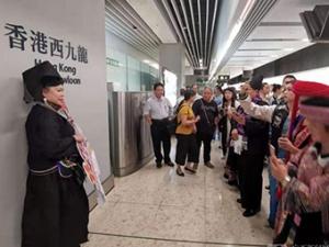 南���|至香港西九���榆�首�l 全程3小�r59分(�M�D)