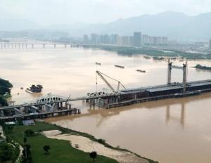 受强降雨影响 闽江福州段水位高涨