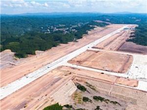 7月12日焦點圖:玉林福綿機場2.6公里跑道超大氣