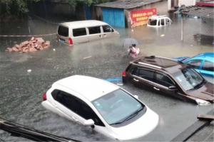 高清:连日暴雨致漓江水位上涨 桂林市区多处内涝
