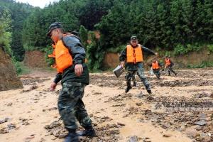 特大暴雨袭击广西21个乡镇 桂江将迎十年一遇洪水