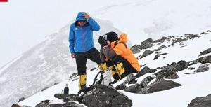 陈学冬登4800米珠峰呕吐