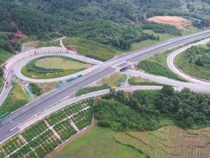 7月21日焦点图:贺巴高速钟山至昭平段已基本建成