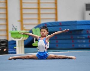 体操――萌娃赛体操
