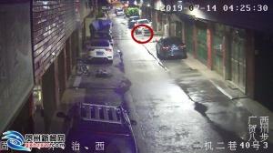 男孩凌晨走失街头 民警帮他找到家人