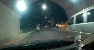 男子為躲避交警查酒駕 竟在隧道內倒車逆行800米!