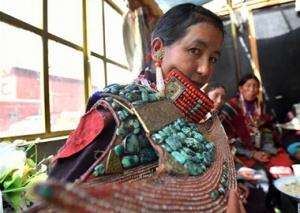 孔雀服饰——穿在身上的千年历史