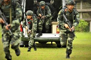 來賓:武警特戰隊員開展反恐實戰演練(組圖)