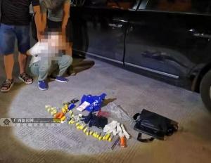 窃贼开车进小区入室盗窃 落网时查出万元现金(图)