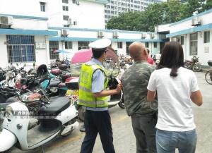 警車開路 玉林交警9分鐘將傷者送到醫院救治