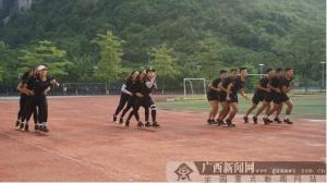 广西板鞋竞速队:培养耐性 克服训练困难