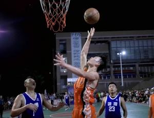 广西融安举行夏季篮球赛 篮球健儿赛场争霸(图)
