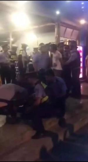 5名男子在柳州某餐館追打輔警 全部被拿下(視頻)