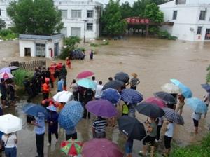 来宾:洪涝致多个村庄被淹 消防紧急转移21人(图)