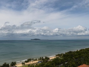 受台风影响三亚旅游景区全部关停