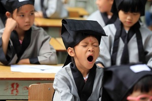 开学啦!小朋友神情生动展示多款表情包(组图)