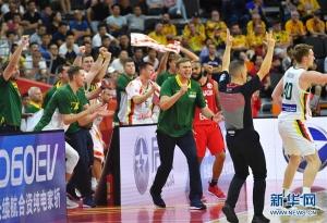 篮球世界杯小组赛:立陶宛队战胜加拿大队