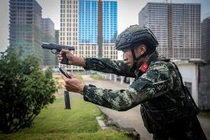 高清组图:武警特战队员多科目训练锻造特战尖兵