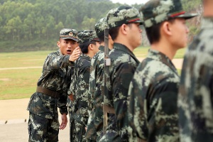 迈好军营第一步 武警新兵开展适应性训练(组图)