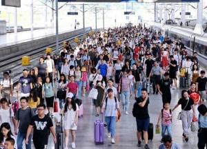 福州火车站迎来中秋假期返程客流高峰