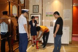 隆林县消防夜查再行动 着力提升社会消防安全水平
