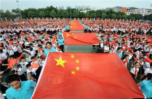 国庆节,滨湖路小学组成国旗方阵,唱响红歌