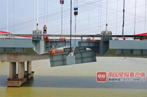 六律邕江特大桥桥面格子梁合龙 预计年底建成通车