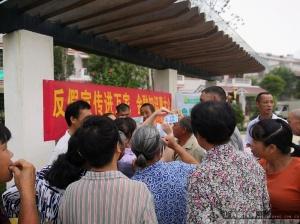 农行柳州城中支行开展新版人民币暨反假币宣传活动