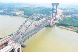 六律邕江特大桥顺利贯通