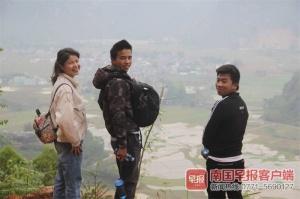 贫困村的第一个大学生 携漂亮女友返乡养?#26519;?图)