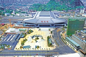 9月24日焦�c�D:柳州火�站�|站房�A�29日��\行