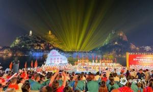 柳州:絢麗煙花迎接水上狂歡節開幕