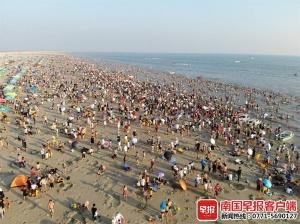 13.77萬人次!北海銀灘游客數創單日歷史紀錄(圖)