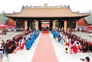 南宁孔庙博物馆举行百人敬老礼活动 向长辈献祝福