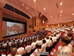玉林市干部群众收看中央庆祝中华人民共和国成立70周年直播