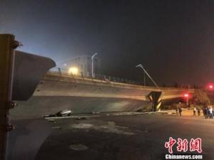 江蘇無錫312國道高架橋垮塌 救援工作正在進行中