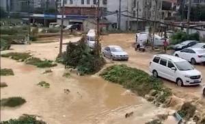 柳州一水廠爆管全市水小或無水 事發地積水嚴重