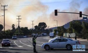 洛杉矶西尔马山火肆虐