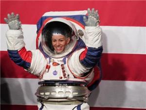 美航天局发布下一代登月宇航服